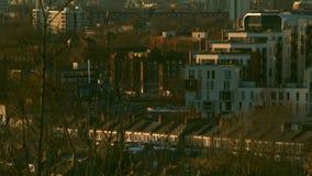 伦敦,英国- 2016年 02 18 :平衡伦敦市的摩天大楼,橙色日落 股票录像