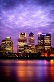 伦敦,黄昏的金丝雀码头 库存照片