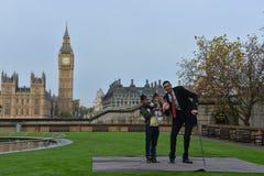 伦敦:世界的最高的人和最短的人在吉尼斯世界纪录见面 免版税库存照片