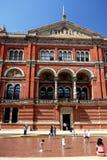 伦敦:夏天用浆划的水池历史建筑 免版税库存照片