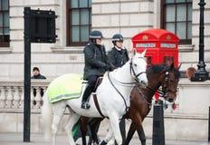 伦敦 在马背上警察 图库摄影