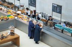 伦敦 大英博物馆咖啡馆在内在围场 免版税库存图片