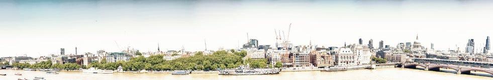 伦敦- 2013年5月:城市大厦Al美好的全景  库存照片