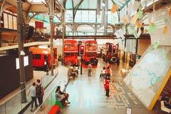 伦敦- 2017年8月22日:老双层公共汽车在伦敦Tran 库存图片