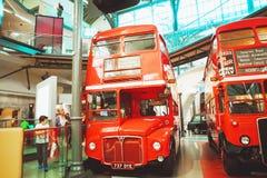伦敦- 2017年8月22日:老双层公共汽车在伦敦Tran 免版税库存图片