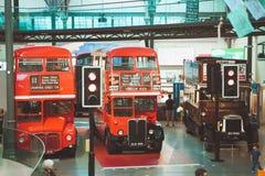伦敦- 2017年8月22日:老双层公共汽车在伦敦Tran 库存照片