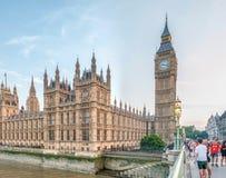 伦敦- 2013年5月:游人参观威斯敏斯特宫殿 伦敦att 免版税库存照片