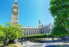 伦敦- 2013年5月:游人参观威斯敏斯特宫殿 伦敦att 库存图片