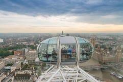 伦敦- 2013年9月28日:伦敦眼看法,欧洲的talles 库存照片