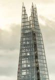 伦敦- 2016年9月25日:在日落的碎片大厦 306m角度是楼房建筑铕hdr地标伦敦新的scrapper碎片射击天空细微的最高的下面宽意志 免版税图库摄影