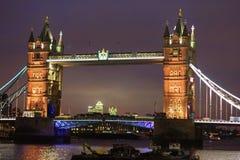 伦敦- 2016年11月14日:塔桥梁在晚上 图库摄影