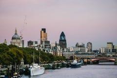 伦敦- 11月12 :下降在伦敦市的黄昏  库存照片