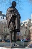 伦敦- 3月13 :圣雄甘地雕象议会正方形的 免版税图库摄影