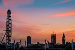 伦敦- 11月12 :在威斯敏斯特的黄昏在Novemb的伦敦 库存图片