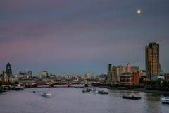 伦敦- 11月12 :在黄昏的伦敦地平线20 11月12日, 免版税库存照片