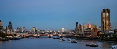 伦敦- 11月12 :在黄昏的伦敦地平线20 11月12日, 免版税图库摄影