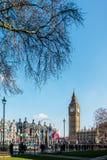伦敦- 3月13 :大本钟看法横跨议会正方形的在Lo 库存照片