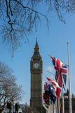 伦敦- 3月13 :大本钟看法横跨议会正方形的在Lo 免版税库存照片