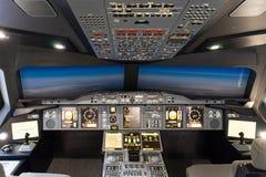 伦敦- 6月25 :空中客车A-380-800飞行防真器在伦敦o 免版税图库摄影