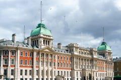 伦敦- 7月30 :老海军部大厦骑马卫兵游行 库存图片