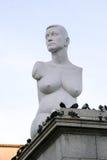 伦敦- 11月12 :艾莉森食流体食物动物怀孕的雕象在Trafalga 库存图片