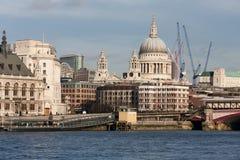 伦敦- 1月27 :从Southbank的St Pauls在J的伦敦 库存照片