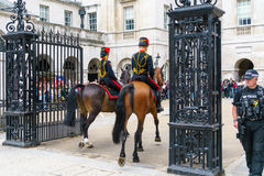 伦敦- 7月30 :Troop Royal Horse Artillery国王在Whitehal 免版税库存图片