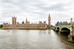 伦敦-泰晤士河,大本钟钟楼,议会议院看法  库存照片