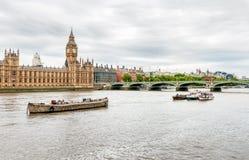 伦敦-泰晤士河,大本钟钟楼,议会议院看法  图库摄影