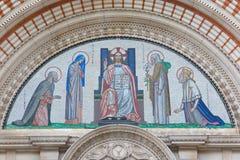 伦敦-耶稣基督马赛克在威斯敏斯特大教堂主要门户的Pantokrator  免版税库存照片