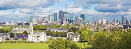 伦敦-金丝雀码头天空线从格林威治公园的 免版税库存照片