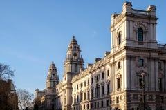 伦敦- DEC 9 :在一个大厦的冬天太阳在威斯敏斯特在Lond 库存图片