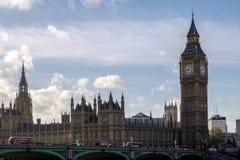 伦敦- DEC 9 :大本钟和议会议院看法  库存照片