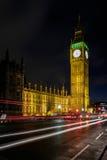 伦敦- DEC 20 :大本钟看法在夜间的在12月的伦敦 库存图片