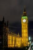 伦敦- DEC 20 :大本钟看法在夜间的在12月的伦敦 免版税图库摄影