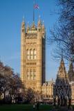 伦敦- DEC 9 :议会议院的看法在D的伦敦 库存照片