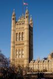 伦敦- DEC 9 :议会议院的看法在D的伦敦 免版税库存照片