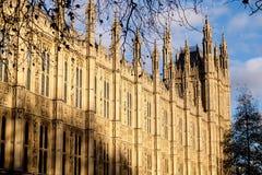 伦敦- DEC 9 :议会议院的看法在D的伦敦 库存图片