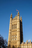 伦敦- DEC 9 :议会议院的看法在D的伦敦 免版税图库摄影