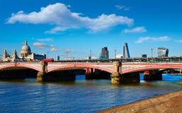 伦敦Blackfriars桥梁在泰晤士河 库存照片