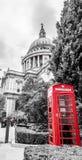 伦敦St Pauls电话箱子 免版税库存图片