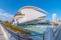 巴伦西亚地平线以现代建筑学为特色的&歌剧院在城市艺术集中 免版税库存图片