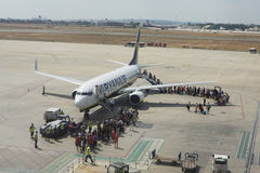 巴伦西亚,西班牙:上瑞安航空公司飞行的乘客 免版税图库摄影