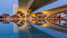 巴伦西亚,西班牙2016年12月02日:桥梁科学和archiitcture结构城市 免版税库存照片