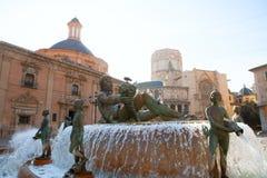 巴伦西亚Plaza de la Virgen Neptuno foutain和大教堂 免版税图库摄影