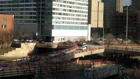 伦道夫街和肯尼迪高速公路饲养者舷梯 芝加哥,美国 繁忙的业务量 股票录像