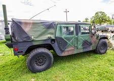 伪装军事人员载体车 库存图片