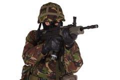 伪装制服的英国陆军战士 免版税库存图片
