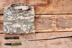伪装衬衣和辅助部件 免版税库存图片