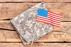 伪装裤子和美国国旗 免版税库存图片